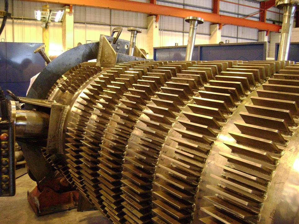 Finned UF6 Reactor Vessel Design